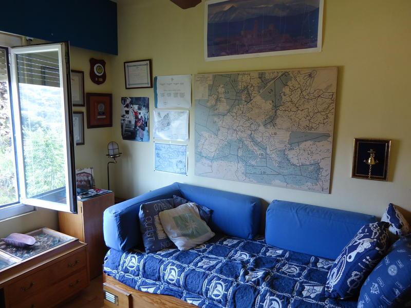 ferran change de maison castelldefels espagne. Black Bedroom Furniture Sets. Home Design Ideas