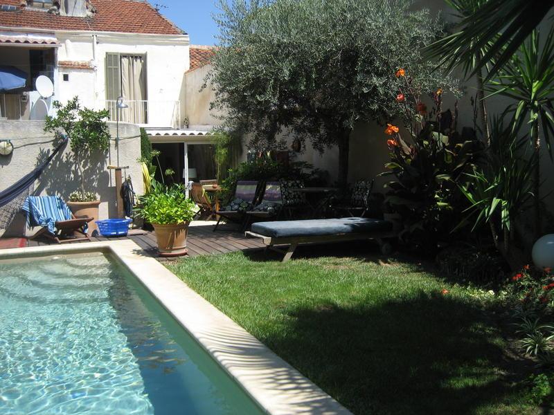 Malon46 intercambia casa en marseille francia for Piscine 5eme