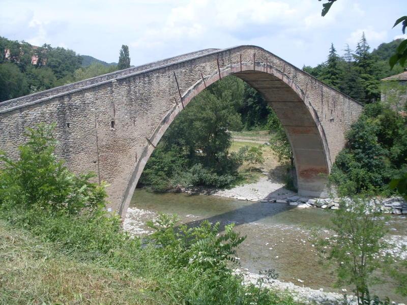 Eu scambia casa in castel del rio italia for Ponte intorno alla casa