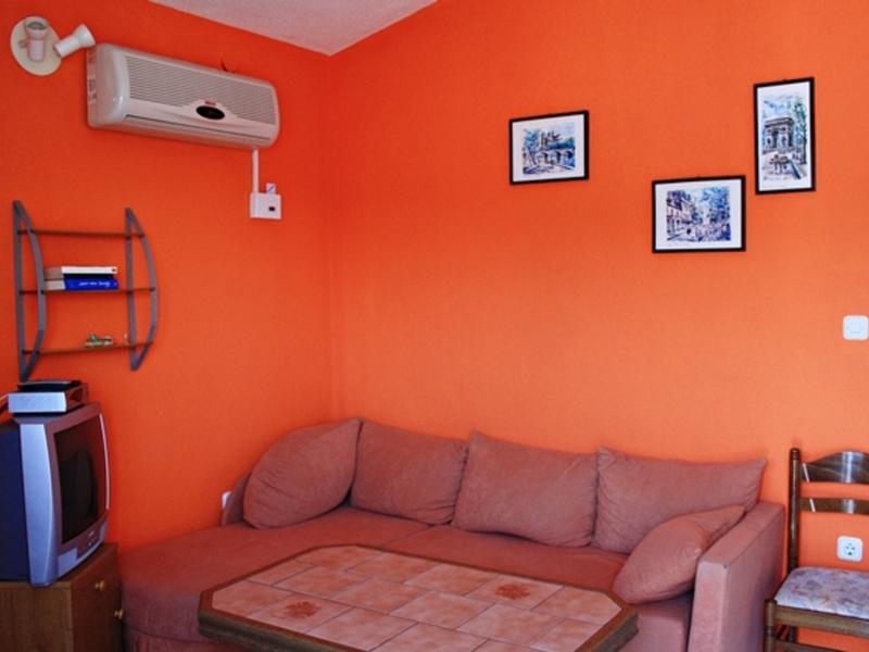 dragana change de maison split croatie. Black Bedroom Furniture Sets. Home Design Ideas