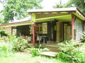 Maison en bois de jardin maisonnette hacienda en bois plancher trait inclus comme il for Abri de jardin guadeloupe