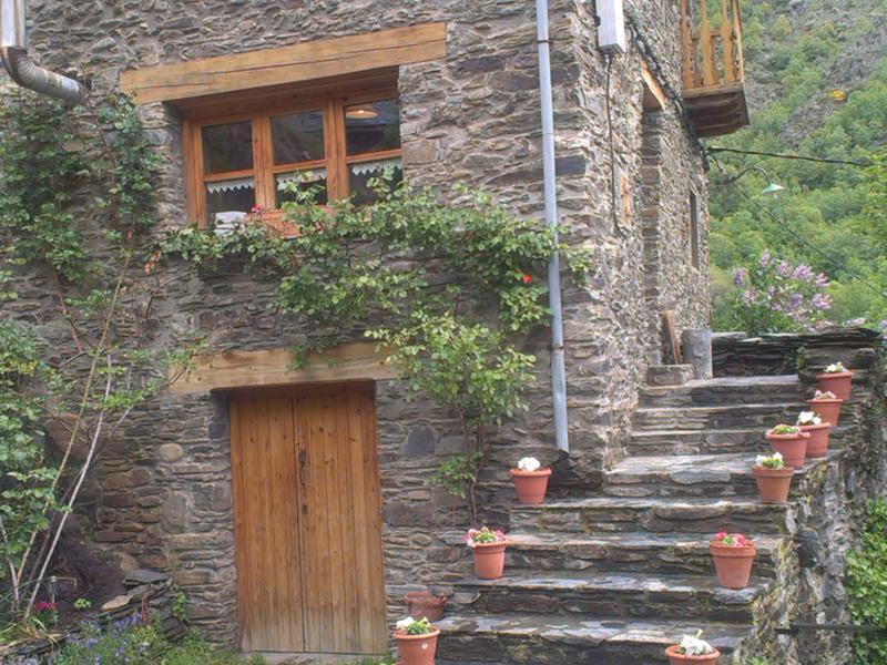 Gemma intercambia casa en estaon espa a - Casas pirineo catalan ...