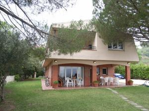 Rutllant intercambia casa en sant feliu de codines espa a for Casas con piscina barcelona
