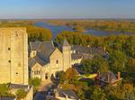 Abbaye En Bord De Loire