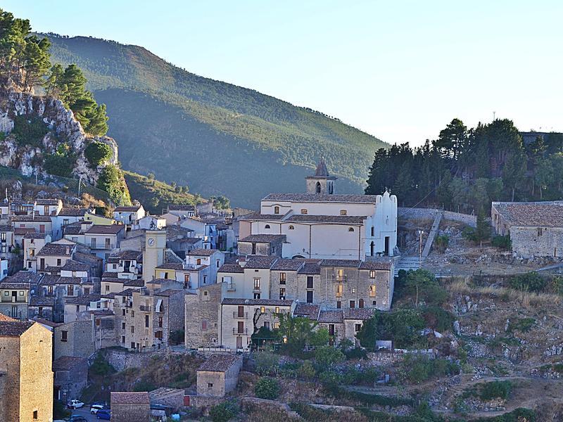 Sole scambia casa in gratteri italia for Aggiungere piani casa