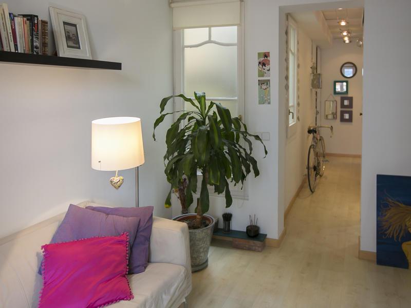 Carol intercambia casa en barcelona espa a for Piso 600 euros barcelona