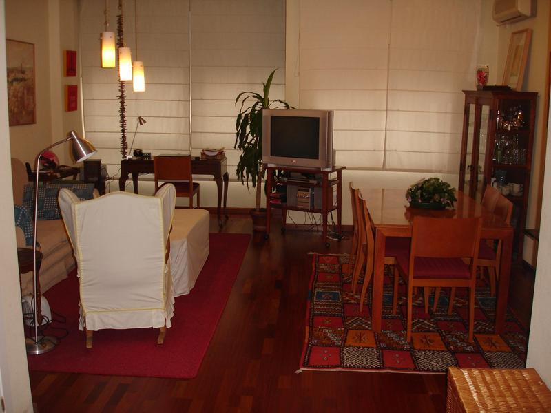luciac change de maison sevilla espagne. Black Bedroom Furniture Sets. Home Design Ideas