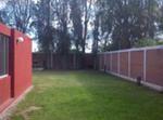 Casa Con Amplio Jardín En Zona Tranquila