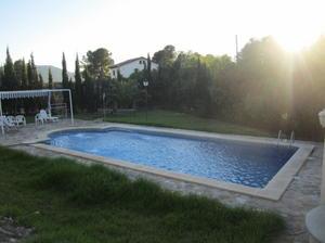 Ana intercambia casa en abar n espa a for Casas bonitas con alberca y jardin