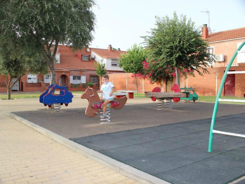 Mary intercambia casa en sevilla espa a for Piscina ciudad jardin sevilla