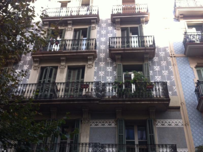 bruno change de maison barcelona espagne. Black Bedroom Furniture Sets. Home Design Ideas