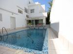 Villa 3 Niveaux Avec Piscine à Tunis