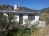 Casa Rodeada De Cerros