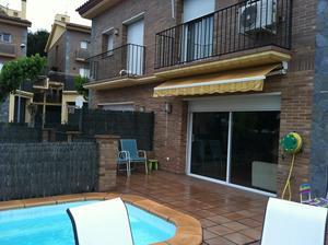 Amartin intercambia casa en pineda de mar espa a for Casas con piscina barcelona