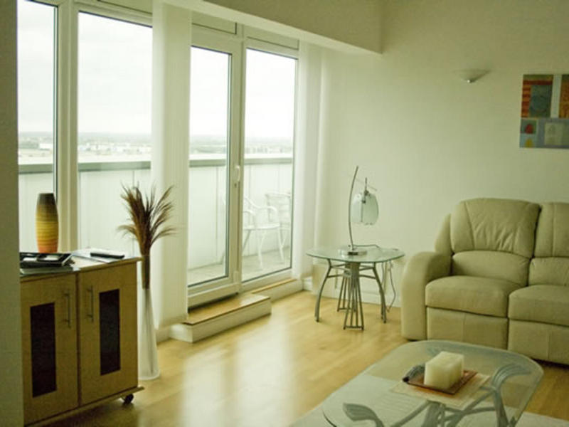 suz london change de maison london royaume uni. Black Bedroom Furniture Sets. Home Design Ideas