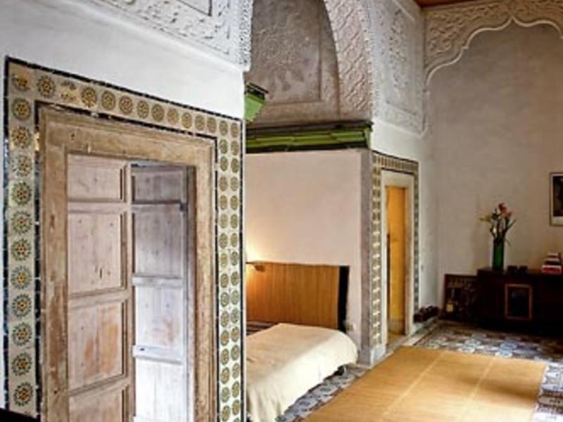 Chambre bleue change de maison toktogul tunisie for Chambre bleue tunis